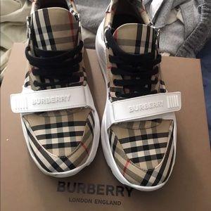 Mens' Burberry Shoes 👟